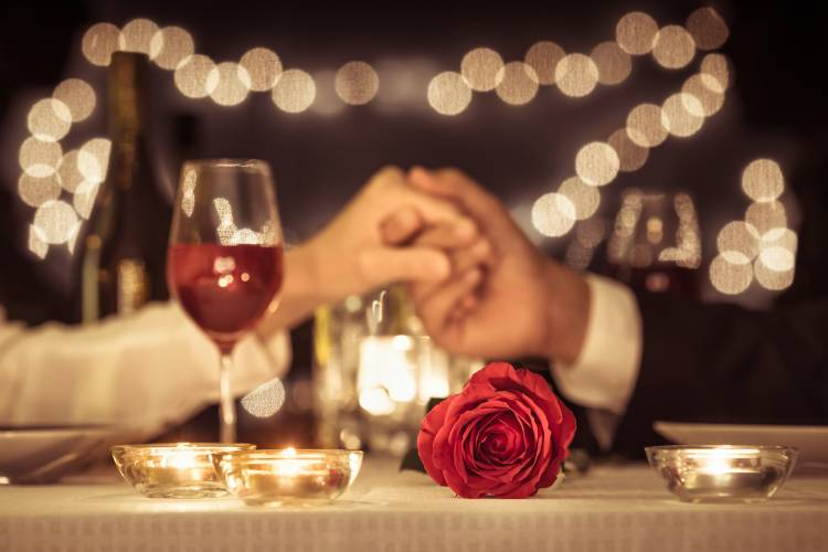 A couple enjoy a romantic dinner in St. Augustine